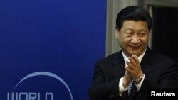 Una de las últimas apariciones de Xi Jinping se produjo en su cita con el presidente egipcio, Mohammed Morsi, el 30 de agosto en Beijing. Dias antes se presentó en la apertura del Foro de Paz Mundial en Beijing.
