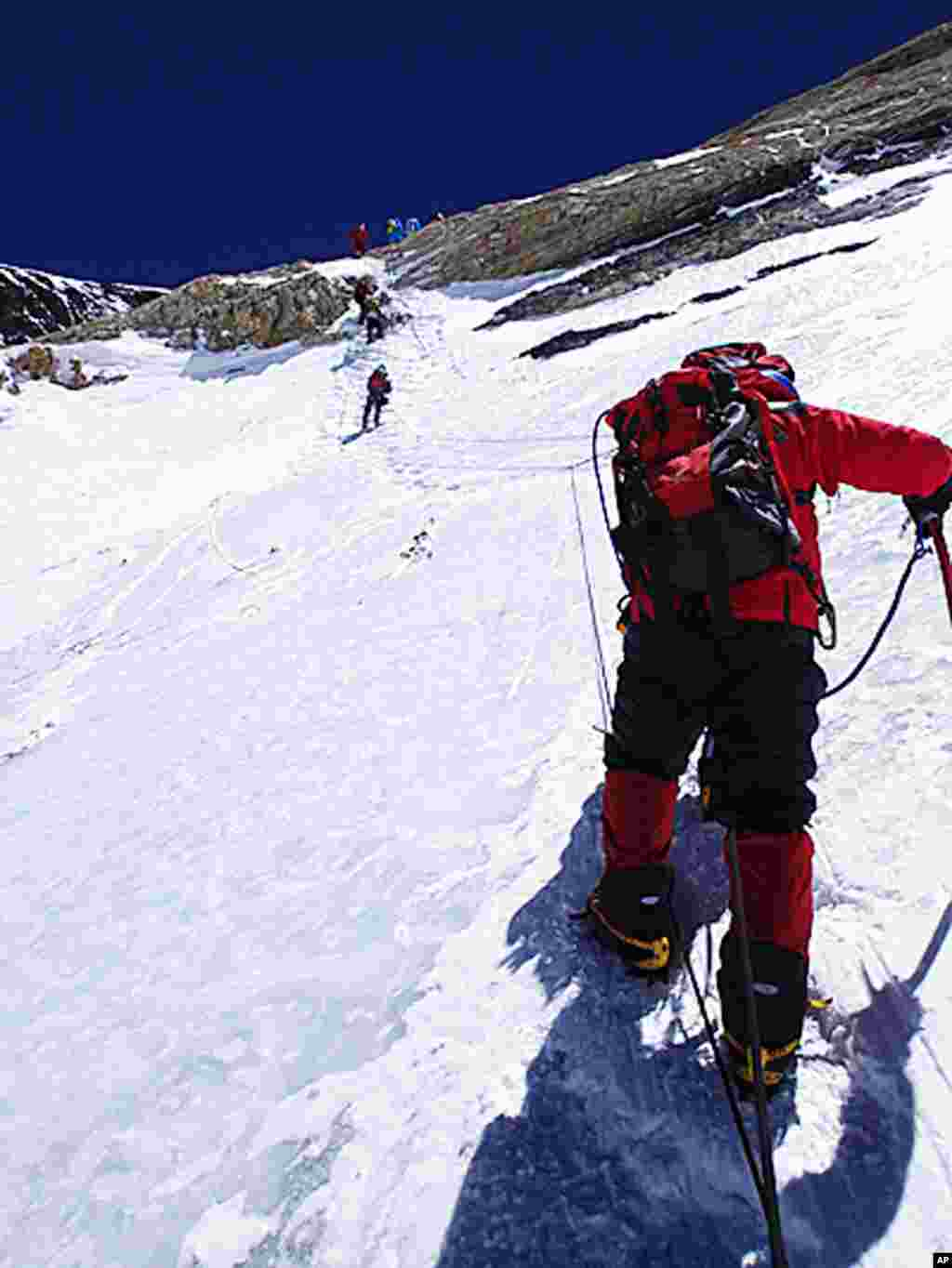 Yuichiro Miura goes through the South Col pass to a camp at 8,000 meters during his attempt to scale the summit of Mount Everest, May 21, 2013. (AP Photo/Miura Dolphins)