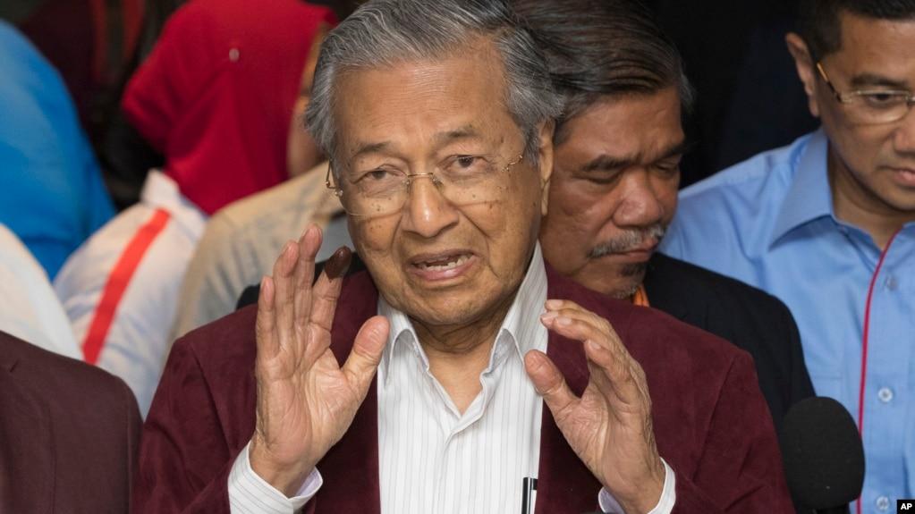 馬來西亞前總理馬哈蒂爾在大選後舉行記者會。 (2018年5月9日)