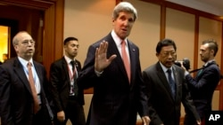 Госсекретарь США Джон Керри (в центре). Бруней. 1 июля 2013 г.