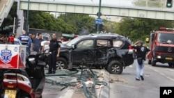 以色列警方在清理現場。
