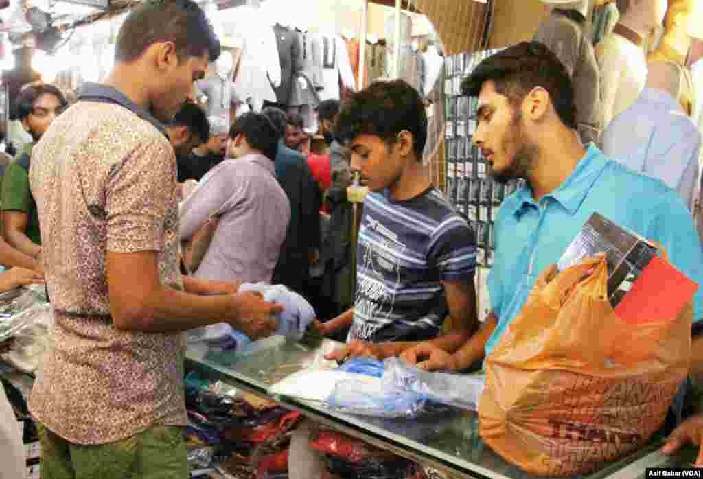 پاکستان بھر میں بدھ کے روز عیدالفطر منائی جائے گی، شہریوں کی تیاریاں