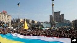23일 우크라이나 수도 키예프에서 대규모 친정부 시위가 열렸다.