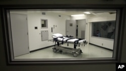 FILE- Alabama's lethal injection chamber at Holman Correctional Facility in Atmore, Ala., Oct. 7, 2002.