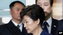 Ousted South Korean President Park Geun-hye arrives at the Seoul Central District Court for a hearing on a prosecutors' request for her arrest for corruption, in Seoul, South Korea, March 30, 2017. The arrest of South Korea's first female president marks
