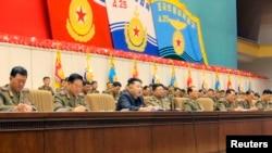 조선인민군 4차 중대장·정치지도원대회가 지난 22-23일 평양에서 진행된 가운데, 김정은 국방위원회 제1위원장(가운데)이 발언하고 있다. (자료사진)