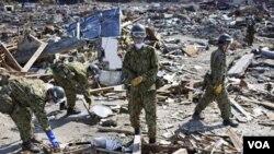 El maremoto podría haber esparcido a las víctimas por doquier, e incluso haberlas arrastrado al mar.