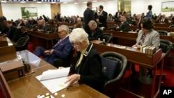 2016年3月23日北卡罗莱纳州议员特别会议讨论跨性别者公厕使用