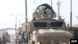 Một nhóm các huấn luyện viên Thủy Quân Lục Chiến Hoa Kỳ rời thành phố Umm Qasr, Iraq, 14/10/2011
