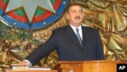 Ilham Aliev, lors de sa prestation de serment à son arrivée au pouvoir, à Bakou, en Azerbaïdjan, le vendredi 31 octobre 2003.