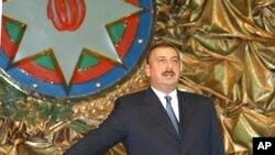 دولت الهام علی اف شماری از مخالفان سیاسی را پس از انتقادات کشورهای غربی آزاد کرد.