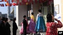 平壤選民排隊投票選舉北韓第13屆最高人民會議議員