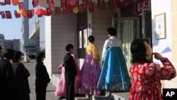 平壤选民排队投票选举朝鲜第13届最高人民会议议员