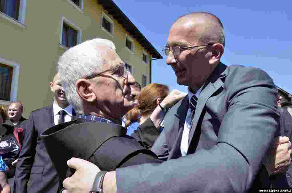 6-го жовтня 1997-го року Кордіч самостійно сдався Гаазькому трибуналу, але відмовився визнати провину.