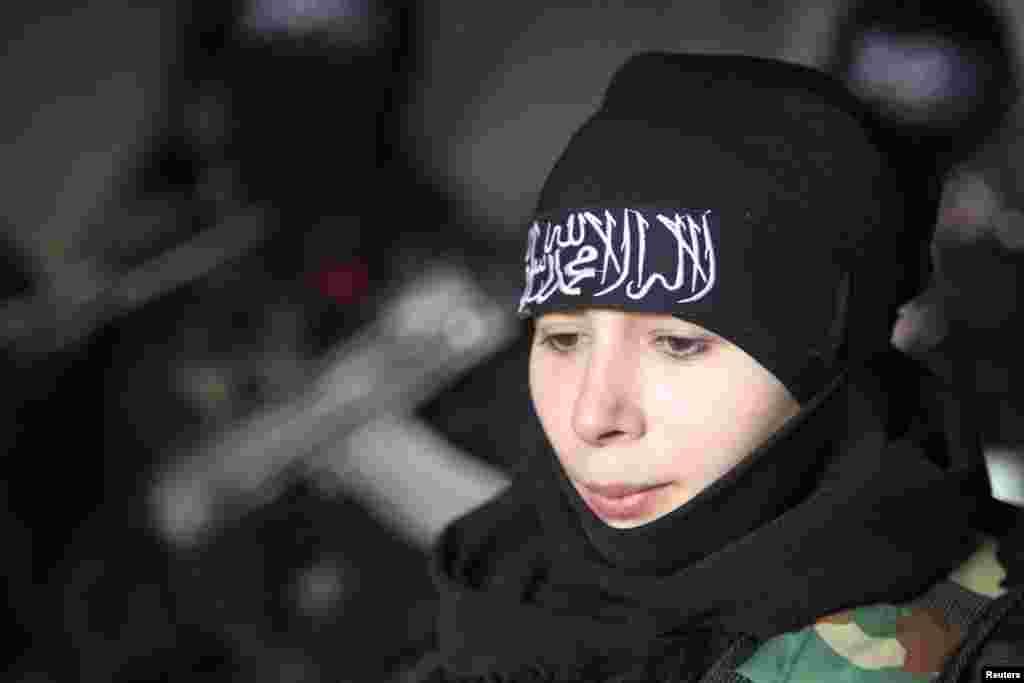 شام میں صدر بشارالاسد کے خلاف لڑنے والی 'فری سیرین آرمی' میں خواتین کی ایک اچھی خاصی تعداد نے بھی شمولیت اخیتار کی ہے.