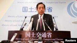 同中国民政部长李立国交谈的日本国土交通大臣太田昭宏,图为太田昭宏2013年在记者会上