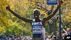 Vận động viên Wilson Kipsang vượt mức đến trong cuộc đua Marathon New York hàng năm lần thứ 44, 2/11/14