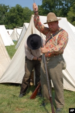 Keven Pallett, preparing his musket for the battle, has participated in US Civil War re-enactments in England, but says they're much smaller in scale there.
