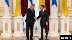 Президент Украины Владимир Зеленский и президент Финляндии Саули Нийнисте
