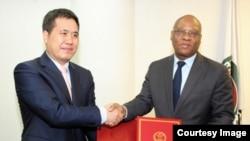 中国驻尼日利亚大使及西非国家经济共同体大使周平剑和西共体委员会主席让·克劳德·布鲁