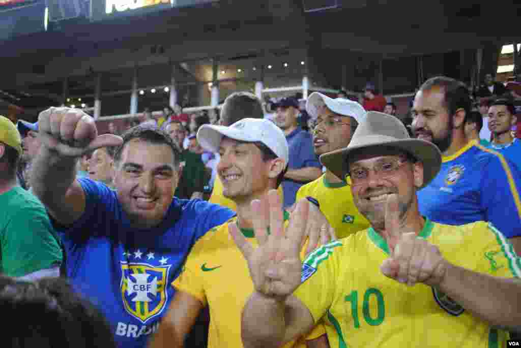 ¿Cuál fue el puntaje final? Victoria de Brasil: 4-1. VOA/M/ Lipin