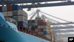 深圳盐田港集装箱货轮