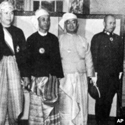 昂山(右穿日式军装者)和缅甸代表团觐见日皇前合影(1943年3月)