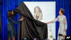 La misma Michelle Obama participó en la develación de su retrato en la galería del Smithsonian.