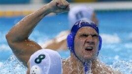 Reprezentativac Srbije Duško Pijetlović slavi nakon postizanja gola u četvrtfinalnoj utakmici sa Australijom