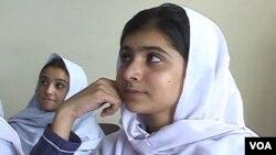 Malala Yousafzai trong lớp học
