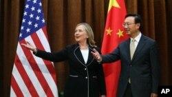 Госсекретарь США Хиллари Клинтон и глава МИД КНР Ян Цзечи. Пекин. 4 сентября 2012 г.