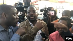 Lawyer Thabani Mpofu speaks to reporters at the Constitutional Court in Harare, Aug. 10, 2018. He is confident of having election results declared invalid, and of Movement for Democratic Change Alliance opposition candidate Nelson Chamisa being declared t