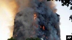 Torre Greenfell arde em Londres