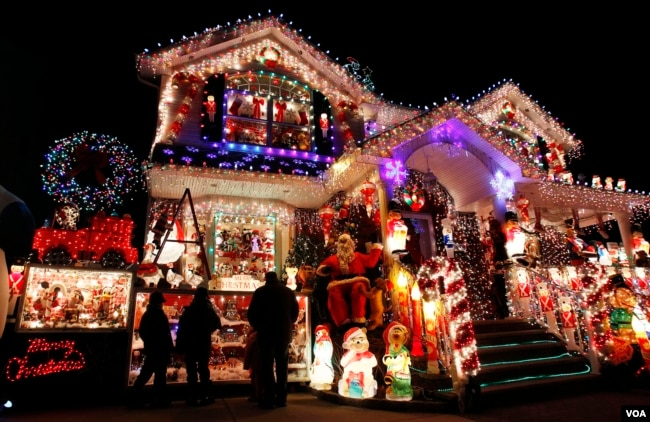decorations on a house in queens ny photo reuters - Christmas In Washington Dc
