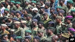 Members of the Zimbabwe National Army listen to President Robert Mugabe's speech during Heroes Day Commemorations in Harare, August 2010. (file photo)