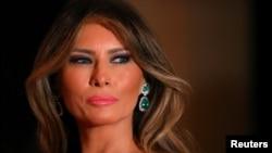 La primera dama de EE.UU., Melania Trump, busca 150 millones de dólares por daños causados a sus intereses.