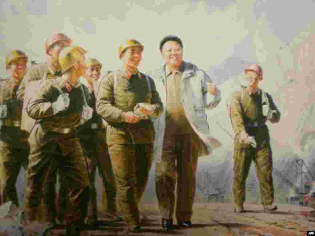 «Лидер Ким Чен Ир с героями-строителями эпохи сонгунской революции», 2004