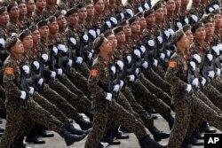 Binh sĩ diễu binh mừng Quốc khánh tại Quảng trường Ba Đình, Hà Nội.