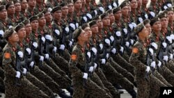 Binh sĩ Việt Nam trong cuộc diễu binh mừng Quốc khánh 2/9 tại Hà Nội.