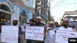Muslims protesting the rape of a 71-year-old nun at a convent in Ranaghat, India. (Shaikh Azizur Rahman for VOA News)