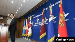 지난 12일 북한 도발 징후와 관련하여 일일 브리핑 중인 한국 국방부 김민석 대변인. (자료사진)