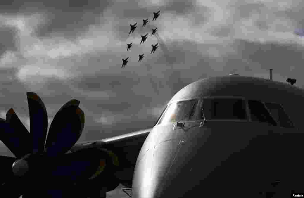 روس کے دارالحکومت ماسکو میں بین الاقوامی ایوی ایشن شو 'ماکس 2013' میں دنیا کی نمایاں طیارہ ساز کمپنیوں نے شرکت کی۔