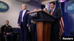 Bộ trưởng Quốc phòng Hoa kỳ Mark Esper nói về những động thái quân sự của Mỹ chống Venezuela, 1/4/2020. REUTERS/Tom Brenner