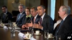 Le président Barack Obama (au c.), recevant les dirigeants du nouveau Congrès à la Maison Blanche (AP)