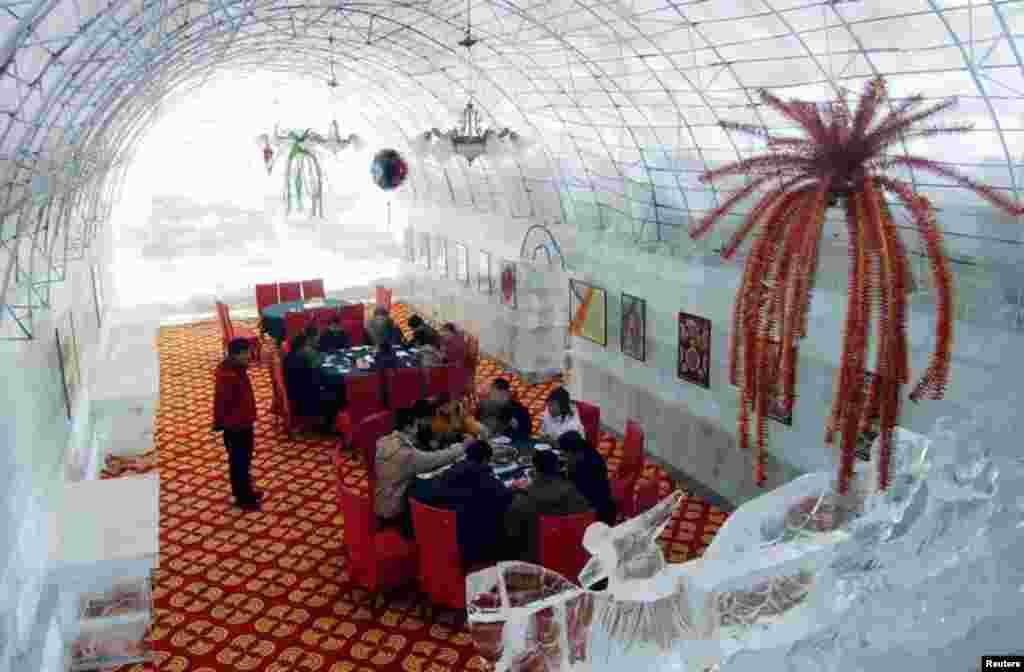 حیرت انگیز اور انوکھے ڈیزائن کے ریستوران یہاں آنے والوں کے لیے ایک نیا تجربہ ثابت ہوئے