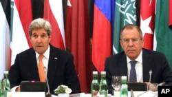 美国国务卿克里(左)与俄罗斯外长拉夫罗夫