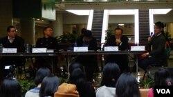 香港大學比較法與公法研究中心及城市大學學生會合辦政改論壇,討論後佔領時間的政治形勢及發展方向 (美國之音 湯惠芸攝)
