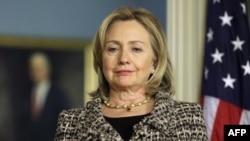 Ngoại trưởng Clinton đã cho biết Hoa Kỳ sẵn sàng thảo luận những cách thức để đầu tư món tiền nợ nhằm giúp nhân dân Kampuchea