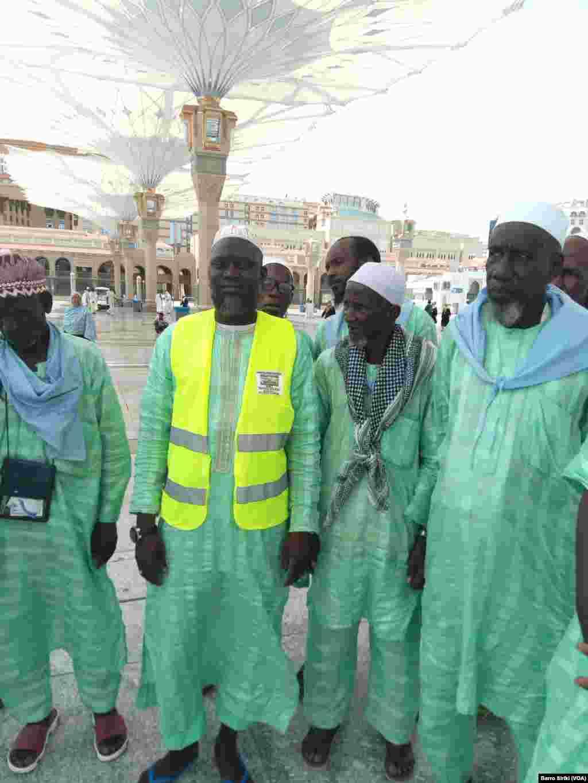Des pèlerins originiaires du Mali, le 6 août 2017. (VOA/Barro Siriki)