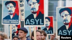 Tuần hành ủng hộ Edward Snowden tại Berlin.
